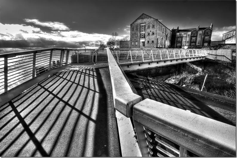 Pedestrian bridge overmouth of river hull_thumb[2]