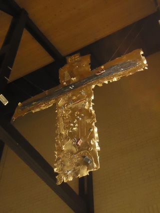 Newragged cross