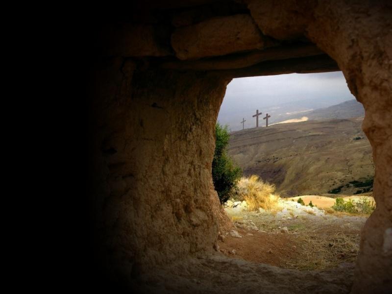 Empty_tomb_view-800x600
