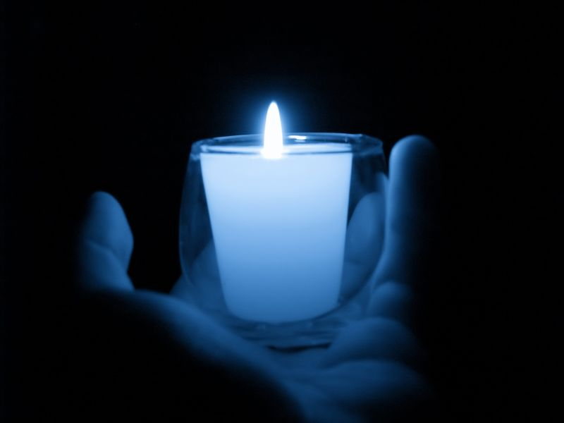Candle-hand-blue (1)